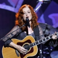 Singer Bonnie Raitt performing a tribute to singer/songwriter James Taylor in the audience at the 2006 MusiCares Person of the Year benefit honoring Taylor, in Los Angeles, Monday, Feb. 6, 2006.
