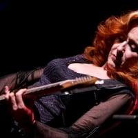 Bonnie Raitt - Sunday night, May 10, 2009 © Gary Miller