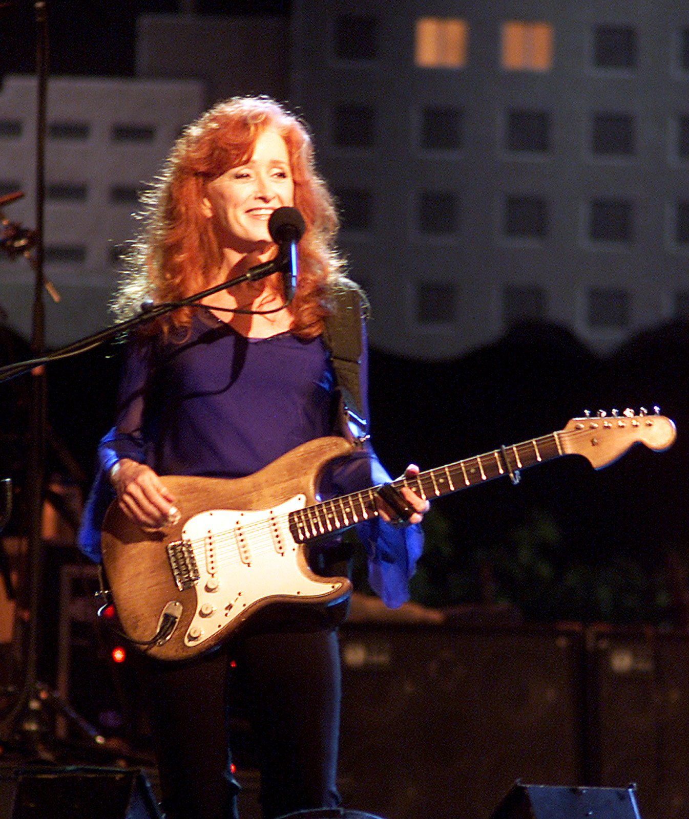 Singer Bonnie Raitt performs at the taping of the Austin City Limits Gala 2002 which was held at the Austin Convention Center. © Larry Kolvoord (AMERICAN-STATESMAN)