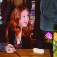 Bonnie Raitt greets fans at the Record Bar in Chapel Hill in 1973. Courtesy of Marvin Veto