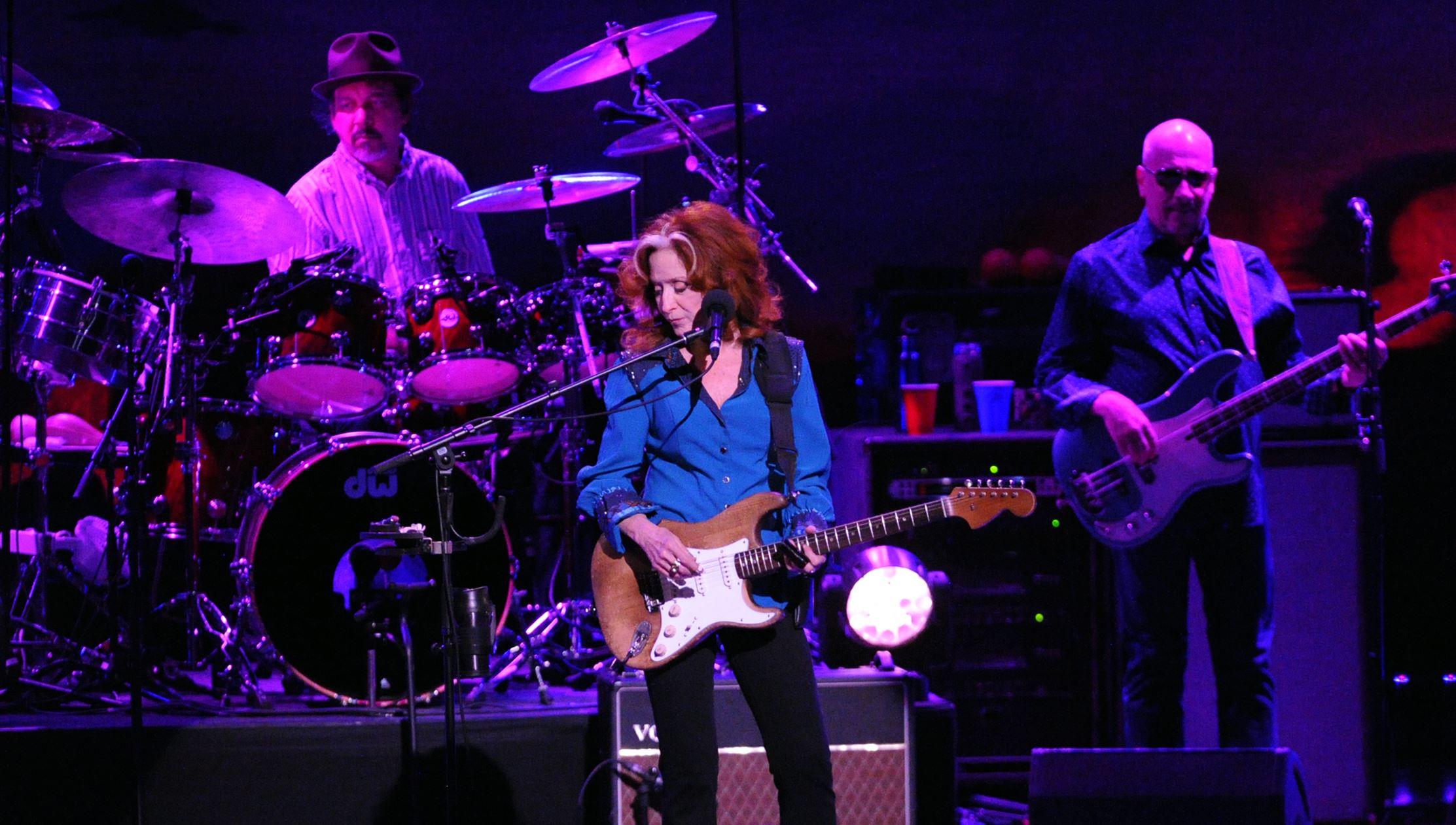 Bonnie Raitt at Heinz Hall with bassist Hutch Hutchinson and drummer Ricky Fataar. © John Heller/Post-Gazette