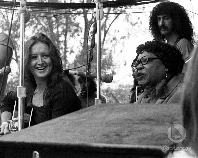 Bonnie Raitt & Sippie Wallace - Ann Arbor Blues Festival (Ann Arbor, Michigan) 1972 © Charlie Auringer