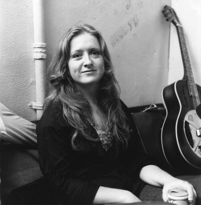 Bonnie Raitt - backstage at The Whisky A Go Go - September 12 1972 © Michael Ochs Archives /Getty Images
