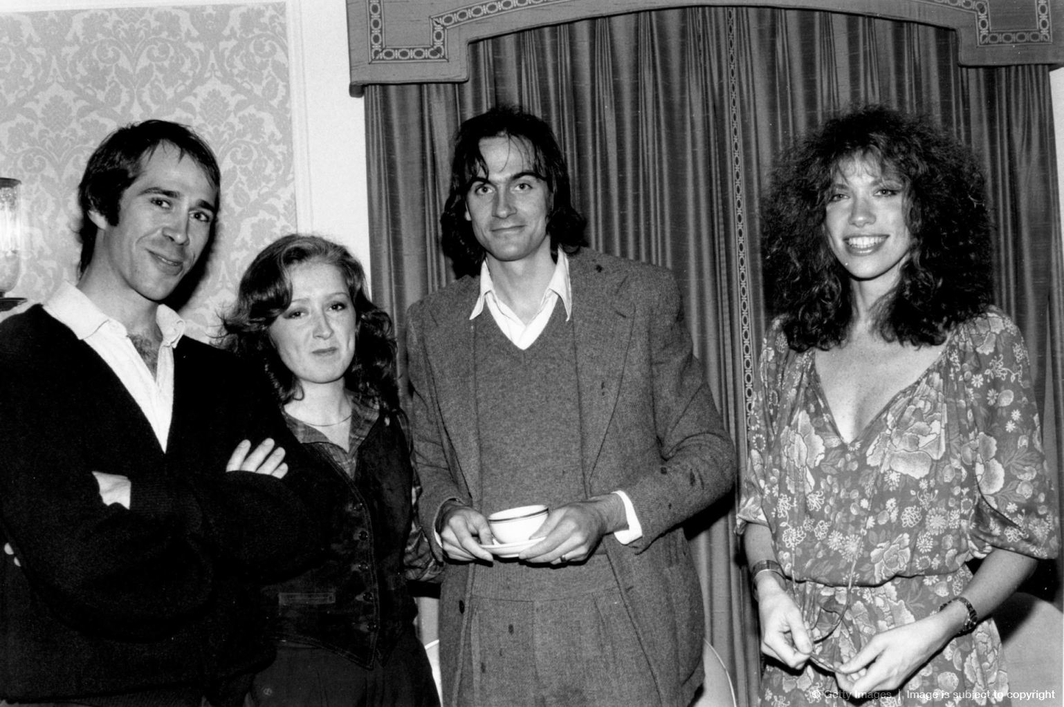 Musician and politician John Hall of the group 'Orleans', with singer/songwriters Bonnie Raitt, James Taylor and Carly Simon pose for a portrait backstage in circa 1980 © Robin Platzer /Getty Images