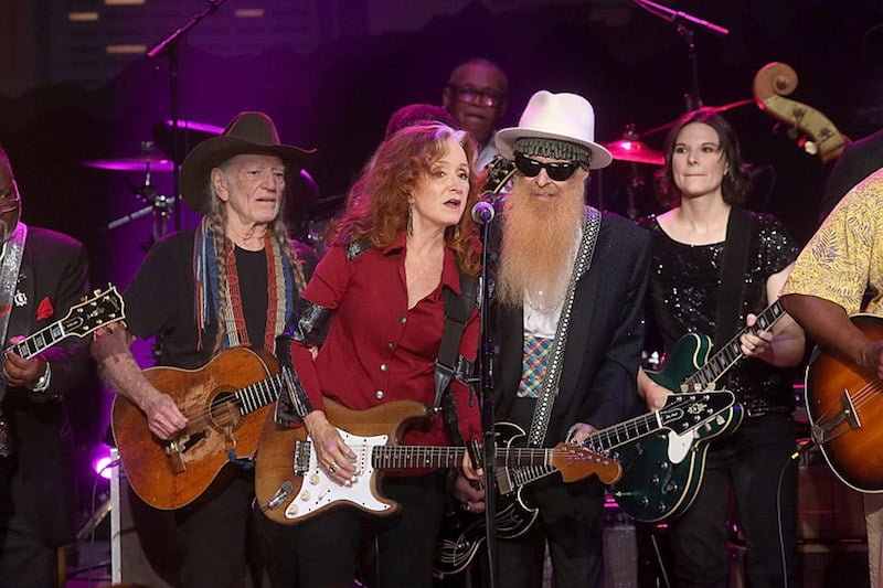 Auld Lang Syne: (l-r) Willie Nelson, Bonnie Raitt, Billy Gibbons, and Eve Monsees during Wednesday's grand finale © Gary Miller