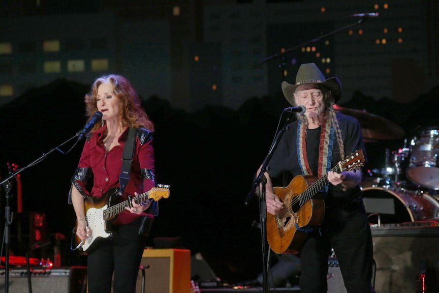 Bonnie Raitt and Willie Nelson performing Stephen Bruton's 'Getting Over You' © Gary Miller