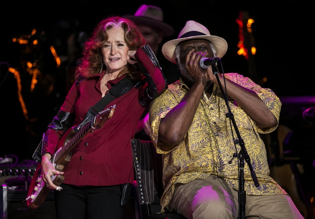 Bonnie Raitt and Taj Mahal perform together during the Austin City Limits Hall of Fame Induction and Celebration held at ACL Live at the Moody Theatre, in Austin, Tx., on Wednesday, Oct. 12, 2016. © Rodolfo Gonzalez /American-Statesman