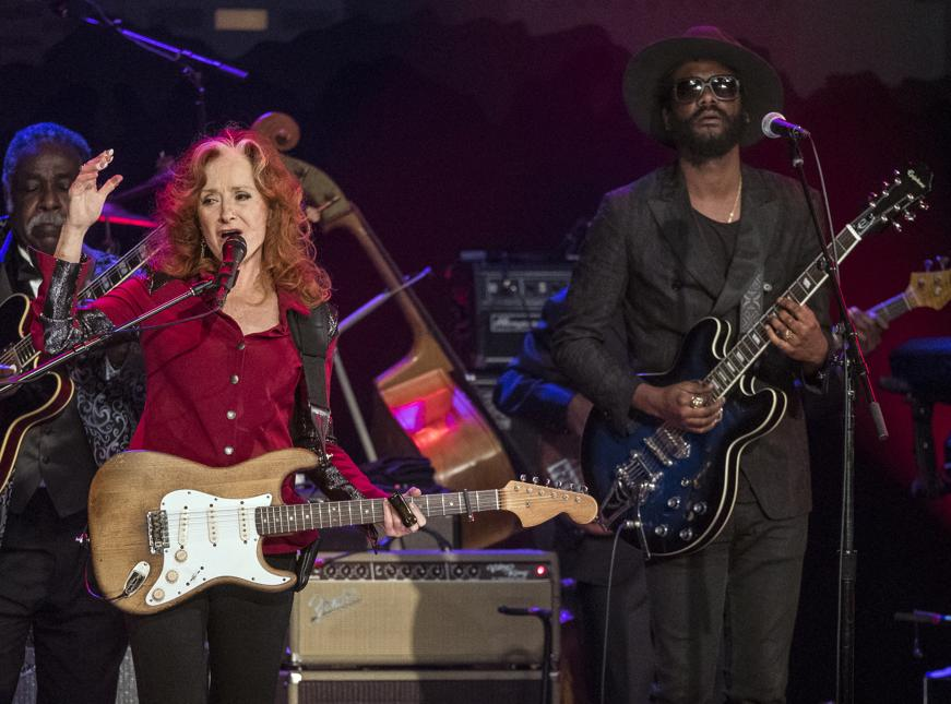 Bonnie Raitt and Gary Clark, Jr., perform during the Austin City Limits Hall of Fame Induction and Celebration held at ACL Live at the Moody Theatre, in Austin, Tx., on Wednesday, Oct. 12, 2016. Performers B.B. King, Bonnie Raitt and Kris Kristofferson, were inducted. (AUSTIN AMERICAN-STATESMAN / RODOLFO GONZALEZ)