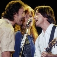 Bruce Springsteen, Bonnie Raitt and Jackson Browne perform at the Christic Institute benefit concert in Los Angeles. © AP Photo / Sam Jones
