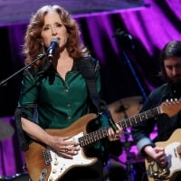 Bonnie Raitt performs onstage at the Americana Honors & Awards 2016 at Ryman Auditorium on September 21, 2016 in Nashville, Tennessee.   © Terry Wyatt /Getty Images