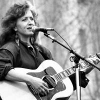 30 Years of 'Nick of Time': How Bonnie Raitt's 'Underdog Record' Swept the Grammys & Saved Her Career